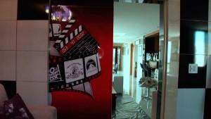 cinema-em-casa-porta-acesso-sendo-fechada